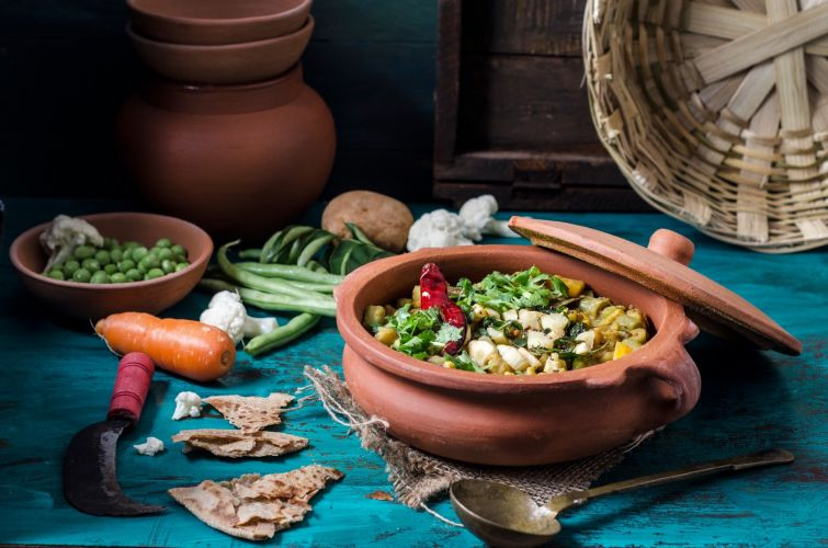 Vegetable Dalcha in 7 inch Clay Pot
