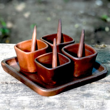 Pomaireware Rectangular Clay Tray with Sqaure Condiment Bowls